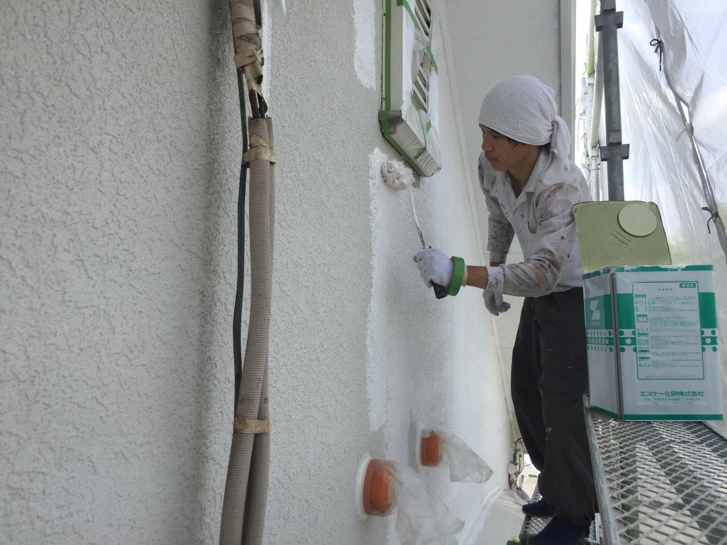 茨木・高槻の外壁塗装YJリフォーム外壁塗装下塗り・ソフトサーフSG