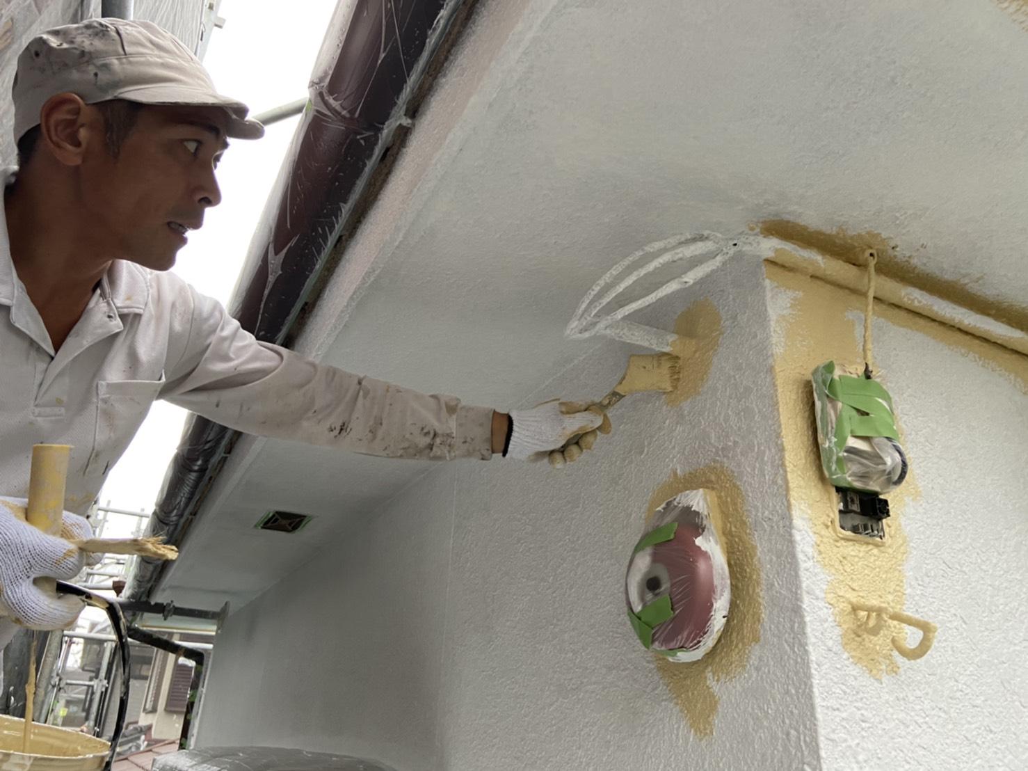 外壁塗装中塗り刷毛@高槻市津之江町