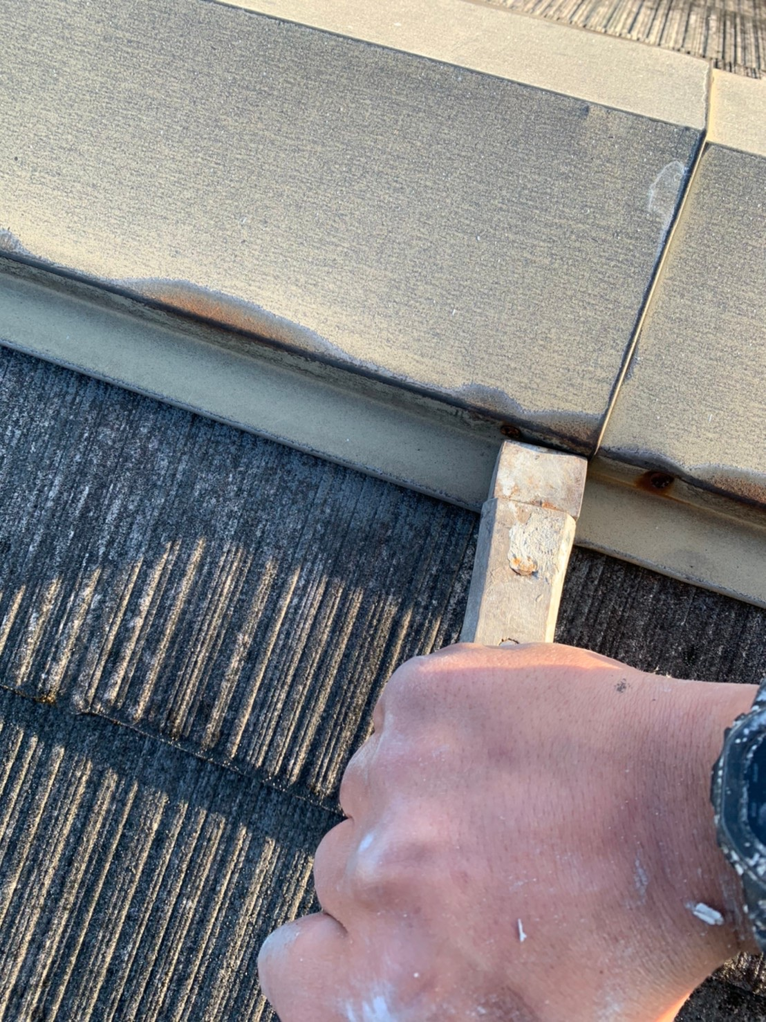 茨木・高槻の外壁屋根塗装防水YJリフォーム屋根棟板金クギ押さえ@高槻市北大樋町