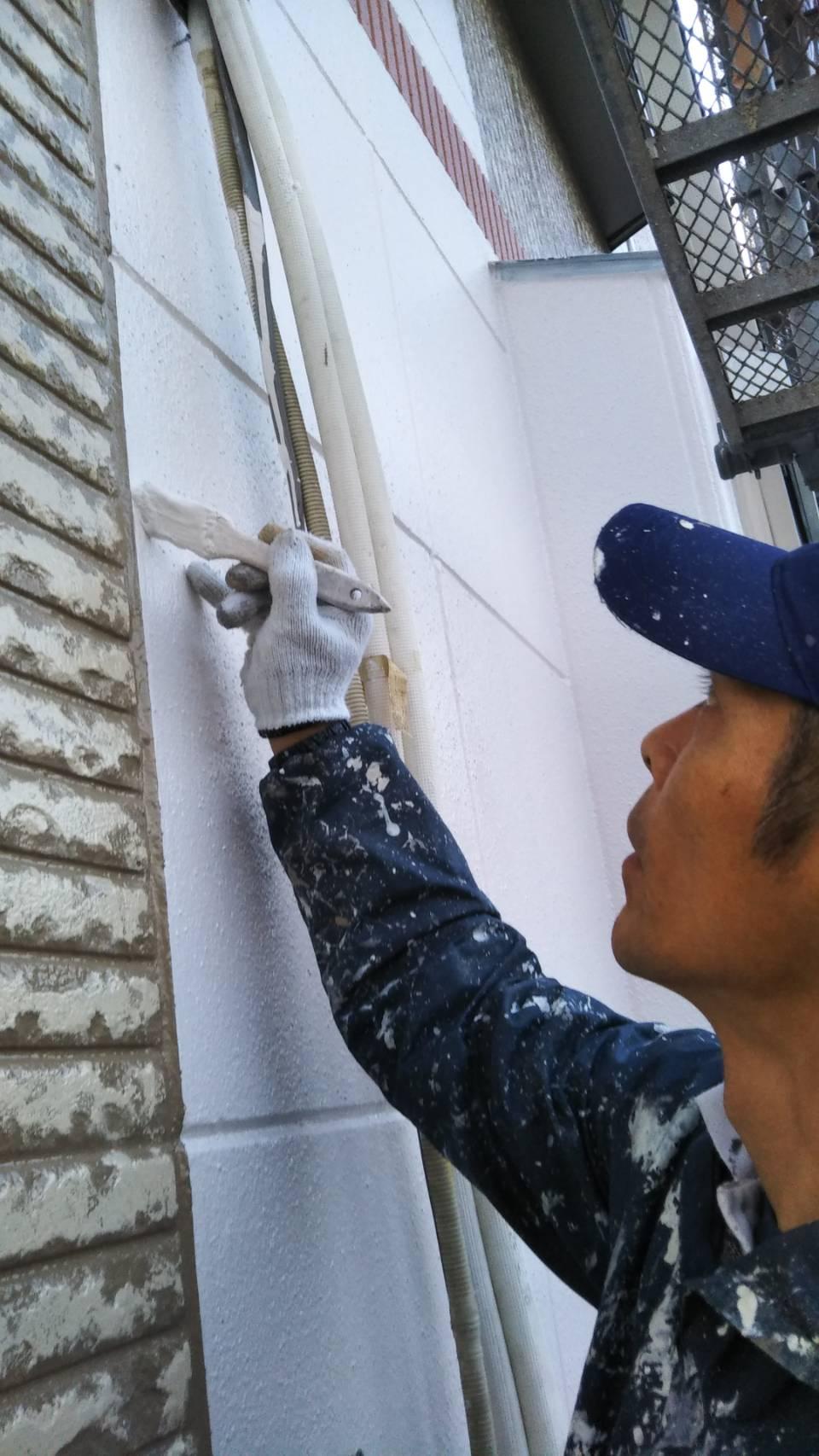 茨木・高槻の外壁塗装・防水工事YJリフォーム高槻本店仕上げのライン取り@茨木市上泉町